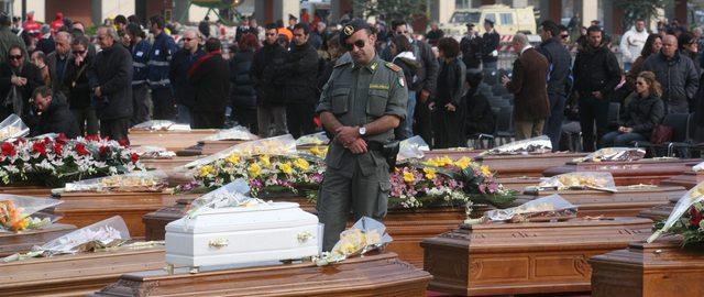 funeraliterremoto640x270 Terremoto in Abruzzo, il giorno del dolore. Lutto nazionale, tutta Italia piange i caduti dell'Aquila.