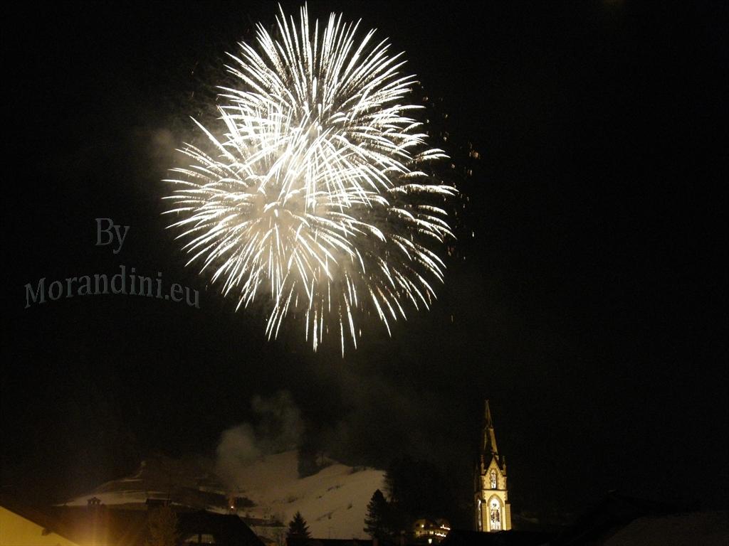 predazzo spettacolo pirotecnico by morandinieu 6 Buon 2011 dal Blog di Predazzo.