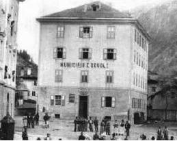 predazzo foto storica vecchie scuole e municipio fine 800 predazzo blog Predazzo nella storia: Le Dame Inglesi a fine 800