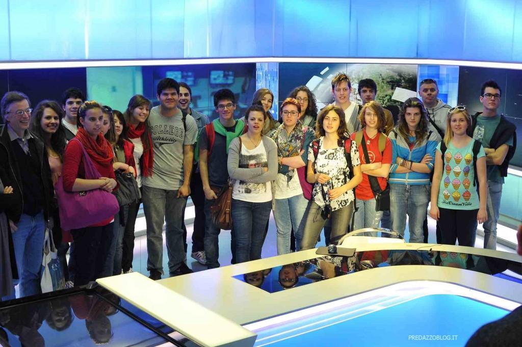 Arcimboldo nello studio del Tg1 foto Daniele Rodorigo 1024x681 I redattori de LArcimboldo di Cavalese e Predazzo in visita alla sede Rai di Saxa Rubra