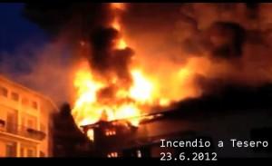 incendio a Tesero 23.6.12 300x183 Pauroso incendio a Tesero nella notte di sabato