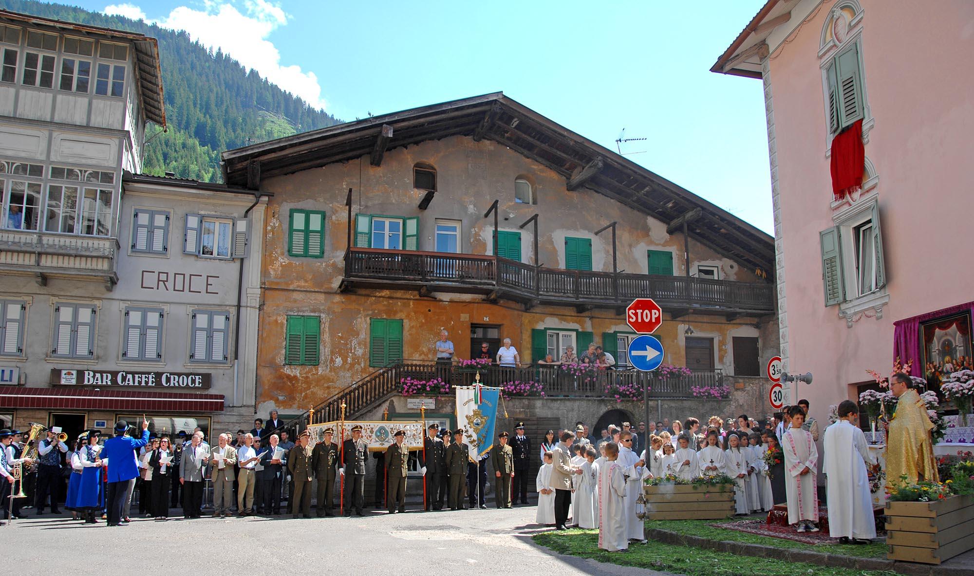 Corpus Domini Predazzo 6 giugno 2010- la processione - Photo Elvis GP per Predazzoblog