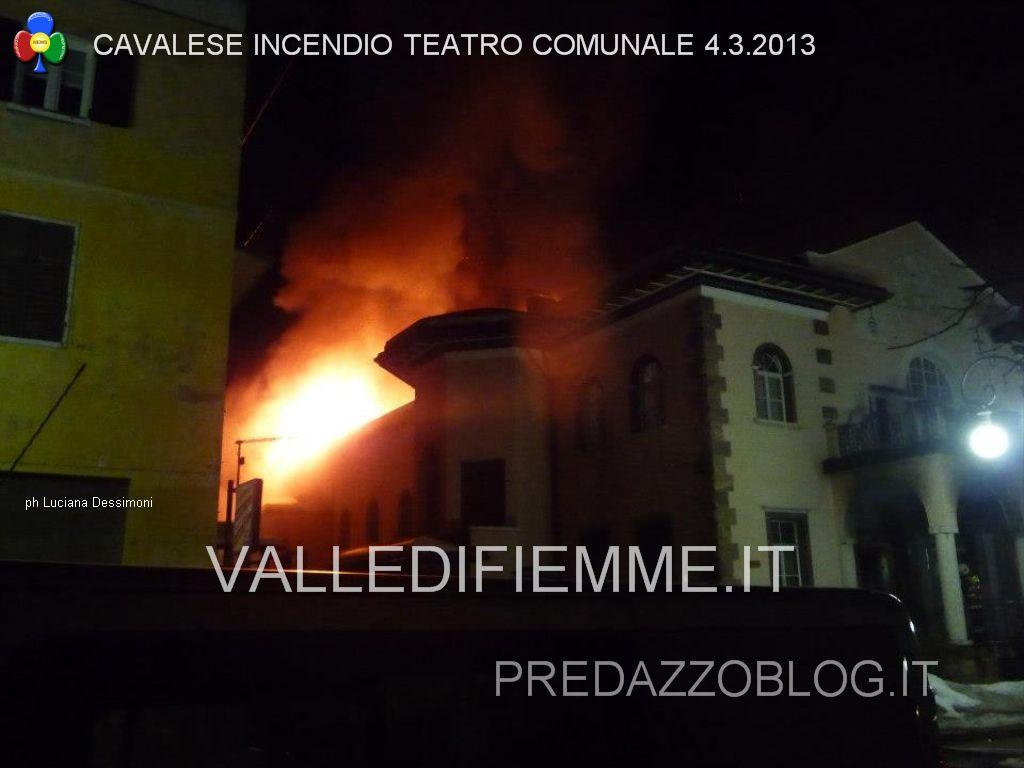 cavalese incendio teatro comunale 4.3.2013 ph Luciana Dessimoni predazzoblog valledifiemme31 Teatro di Cavalese: firmato laccordo per la ricostruzione