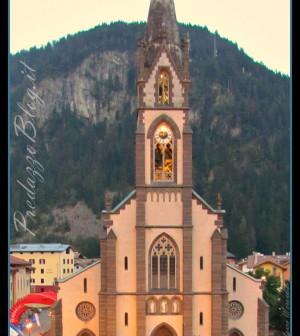 chiesa predazzo sera scritte nastro predazzoblog