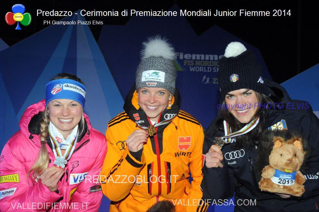 Predazzo premiazione Mondiali jr Fiemme 2014 ph Giampaolo Piazzi Elvis1 Podio per la fiemmese Giulia Stuerz alla Sprint Mondiale JR   110 foto dalla Medal Plaza di Predazzo