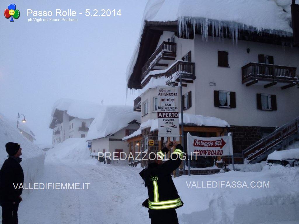 nevicate 2014 passo rolle e dolomiti1 Crolla il tetto del cinema per troppa neve a San Martino di Castrozza   Interventi anche al Rolle