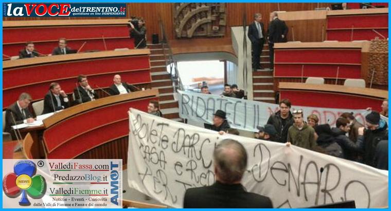 occupazione consiglio provincia trento Vitalizi doro, protesta e occupazione al Consiglio Provinciale di Trento