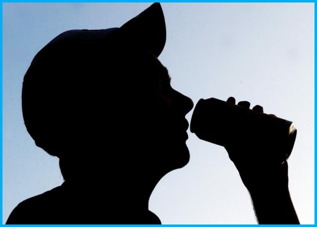 neknomination 1 Neknomination la degradante sfida alcolica on line tra adolescenti