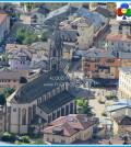 chiesa predazzo con piazza