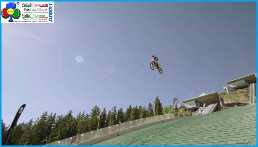 Moto jump Robbie Maddison's Drop Robbie Madison salta in moto dal trampolino olimpico   Video