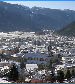 predazzo chiesa e prima neve