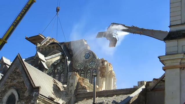 distruzione chiese francia Nel silenzio, la Francia distrugge le sue chiese   Video