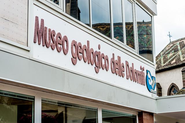 Museo geologico dolomiti predazzo insegna Doppia inaugurazione al Museo Geologico di Predazzo