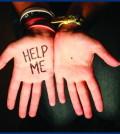 help me punto nero palmo mano donne