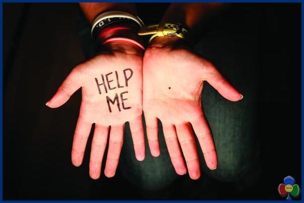 help me punto nero palmo mano donne Un punto nero sul palmo della mano di una donna = SOS