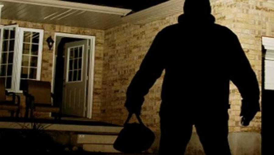 ladri in casa Inviolabilità e legittima difesa, raccolta firme nei Comuni