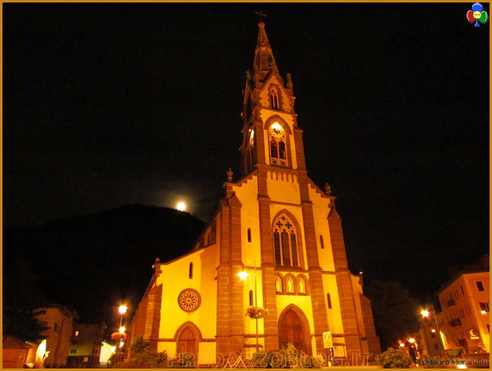 chiesa predazzo notturna Le Chiese di Predazzo