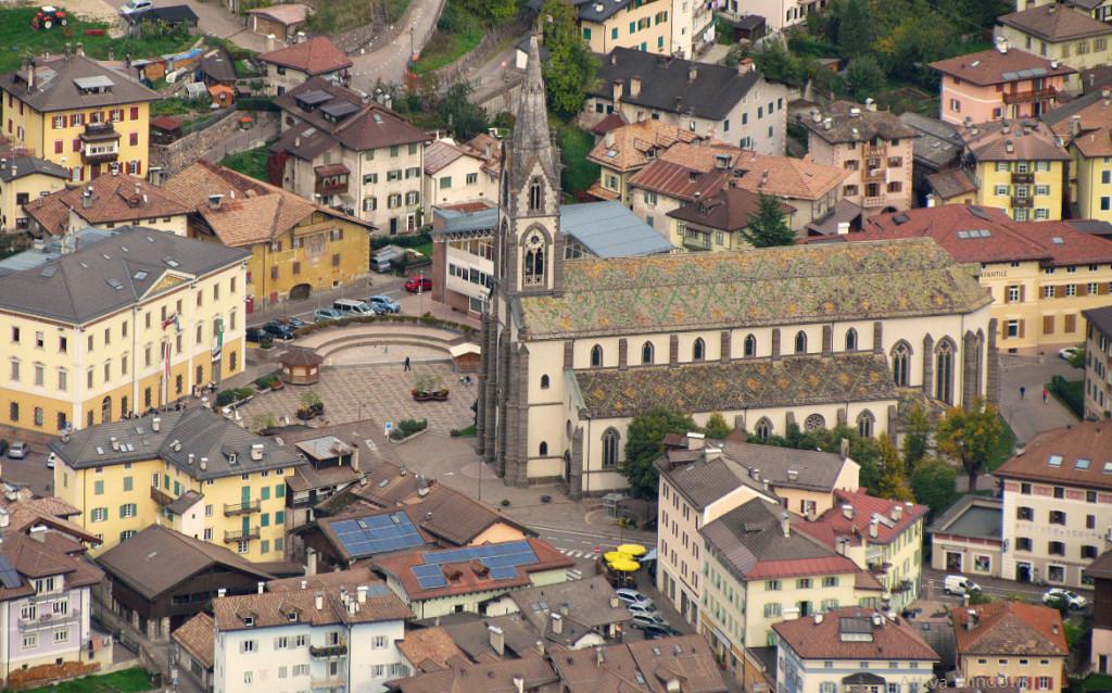 piazza municipio e chiesa predazzo 1024x638 Avvisi Parrocchia 11/18 settembre