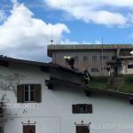 intervento pompieri sul tetto albergo passo rolle12 150x150 Help! Il tetto dellHotel sta volando via.  Video
