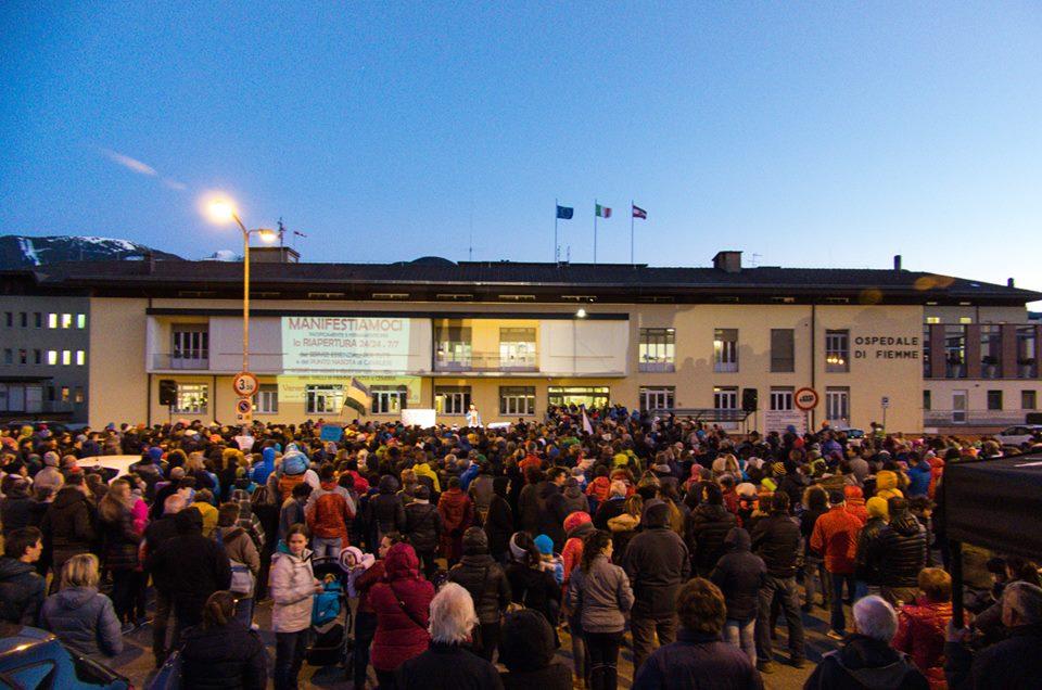 manifestiamoci cavalese 10 marzo 2017 predazzoblog2 IL PUNTO NASCITA DI CAVALESE NON RIAPRIRÀ