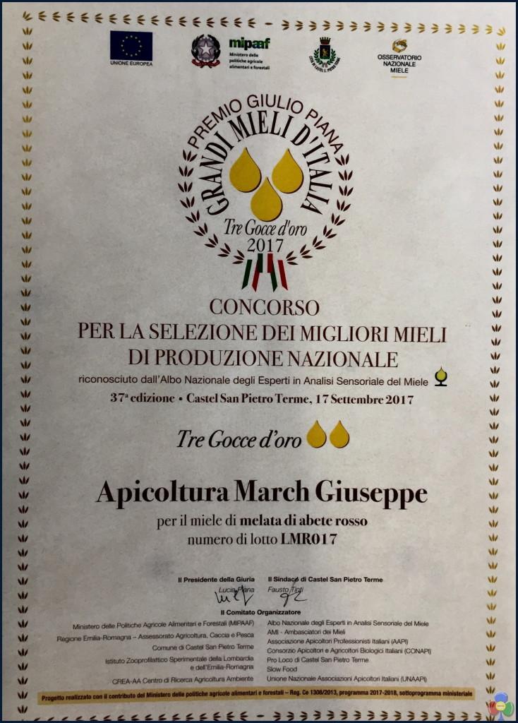Premio Fior di Bosco 734x1024 Grandi Mieli d'Italia premia il negozio Fior di Bosco con Tre gocce d'oro