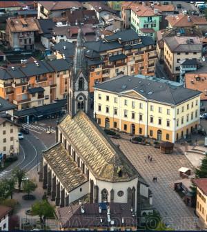 predazzo piazza chiesa municipio