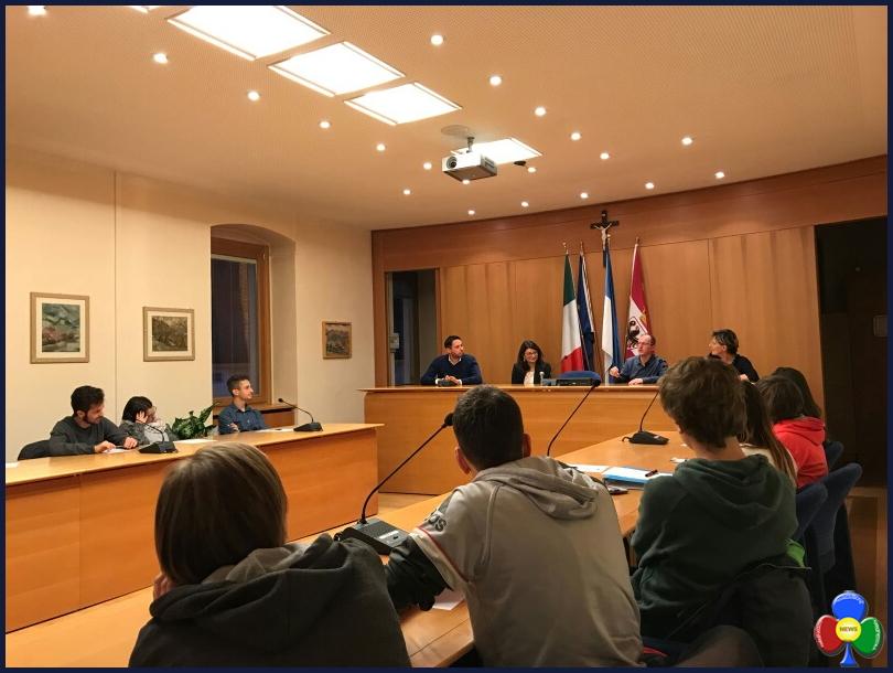 """progetto polis predazzo 2 I partecipanti al progetto """"Polis 2017"""" in visita al municipio di Predazzo"""