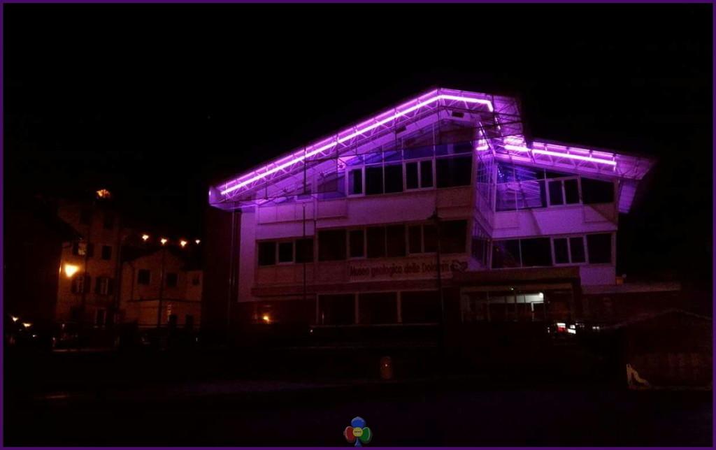 museo predazzo in viola 1024x644 15 marzo anche Fiemme si tinge di lilla