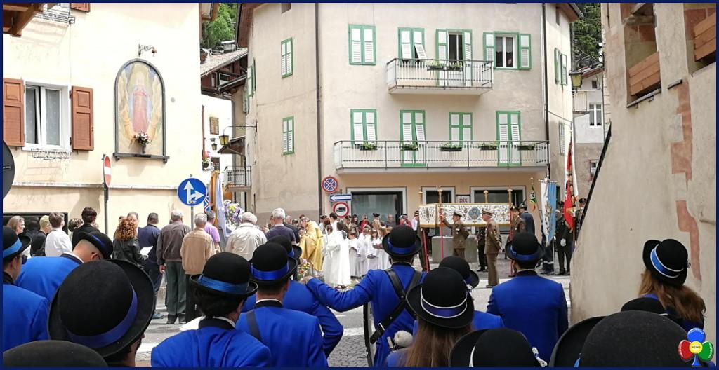 processione corpus domini predazzo 3.6.2018 predazzoblog 5 1024x528 Avvisi Parrocchie 3/10 giugno   Foto Corpus Domini