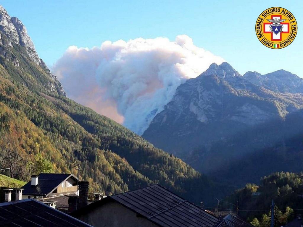 incendio agordino 1024x768 Enorme incendio nei boschi dellAgordino   Diretta streaming