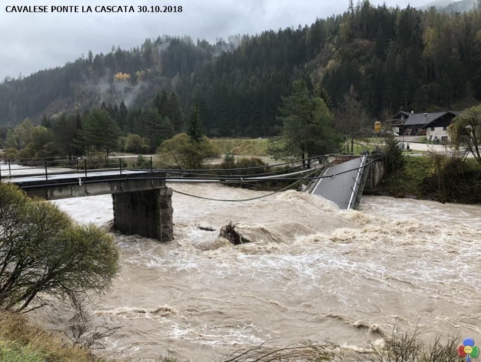 ponte la cascata cavalese TEMPESTA VAIA trasforma i dintorni di Predazzo   le foto