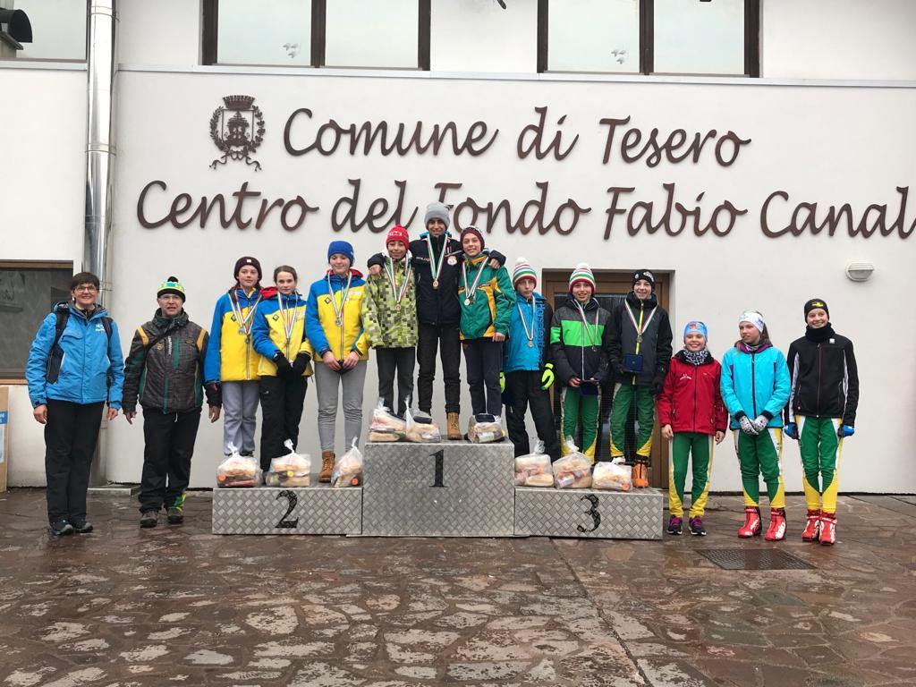 podio ci team u14 salto SALTO e COMBINATA Il team u14 Trentino vince il tricolore