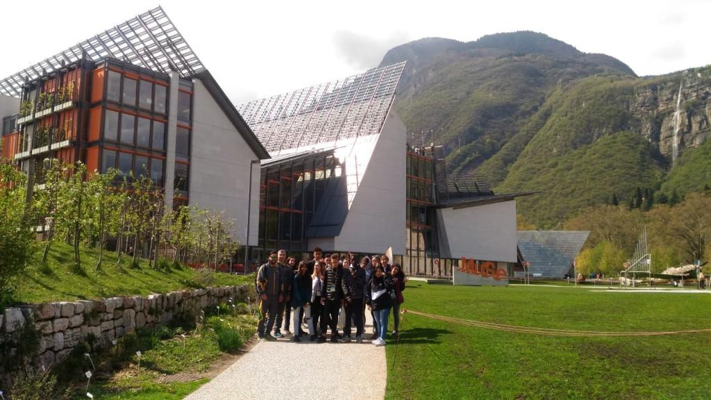 Foto di gruppo davanti al MUSE di Trento 1024x576 A Predazzo il secondo Campus Fiamme Gialle 2019