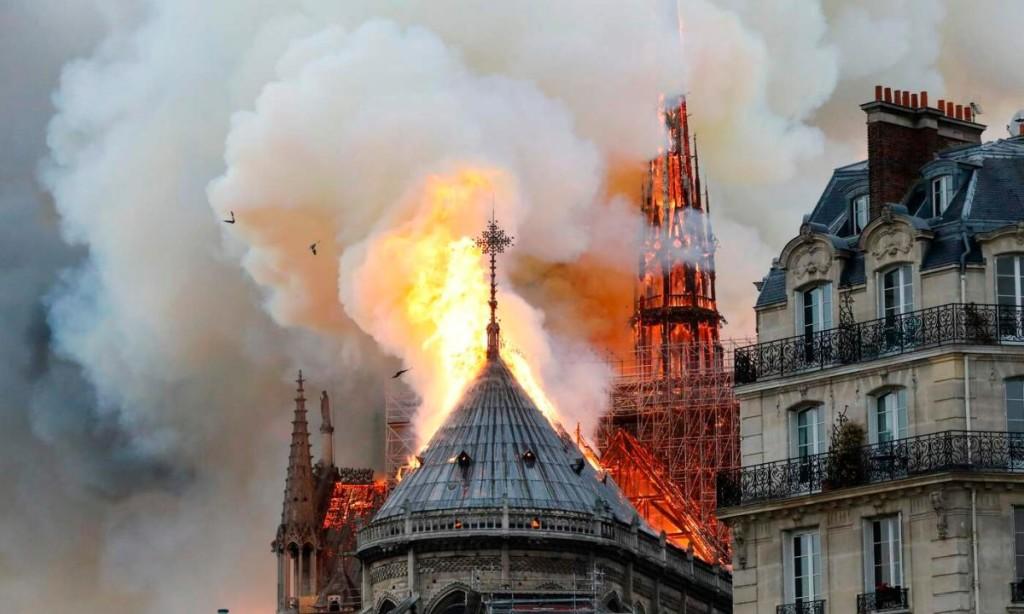 incendio notre dame 1024x614 Avvisi parrocchie Pasqua 2019   Auguri di suor Delia Guadagnini