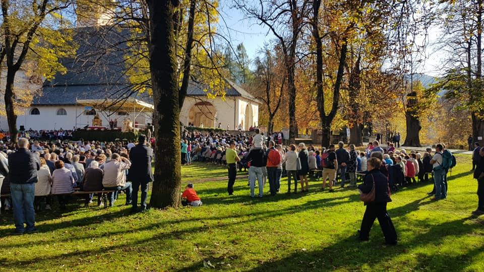 processione madonna addolorata da predazzo a cavalese un anno dopo tempesta vaia 27 ottobre 2019 ph bruno antoniazzi 4 Avvisi Parrocchie 27 ott. / 3 nov.