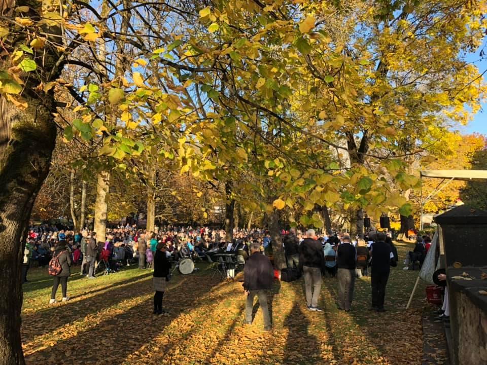 processione madonna addolorata da predazzo a cavalese un anno dopo tempesta vaia 27 ottobre 2019 ph walter deflorian 1 Avvisi Parrocchie 27 ott. / 3 nov.