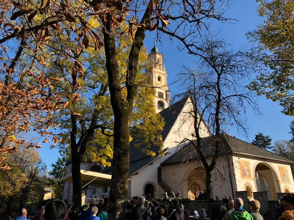 processione madonna addolorata da predazzo a cavalese un anno dopo tempesta vaia 27 ottobre 2019 ph walter deflorian 2 Avvisi Parrocchie 27 ott. / 3 nov.