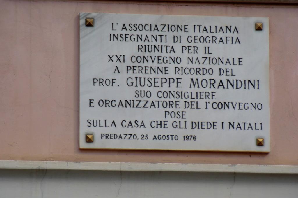 targa giuseppe morandini predazzo geografo 1024x679 LUniversità di Padova ricorda due illustri Predazzani