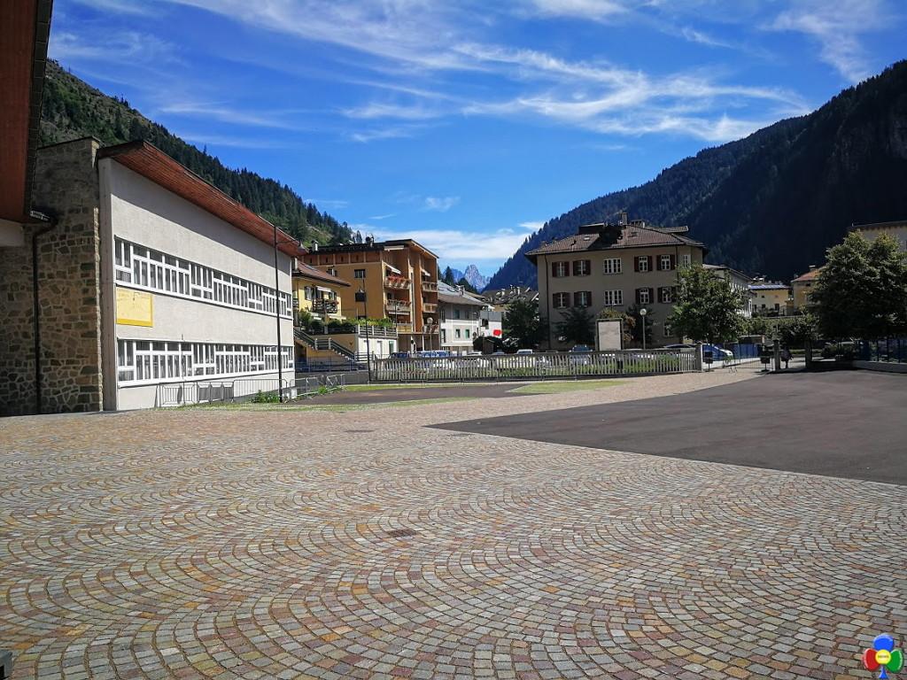 nuovo piazzale scuola elementare predazzo 1024x768 Predazzo, il nuovo cortile della Scuola Elementare