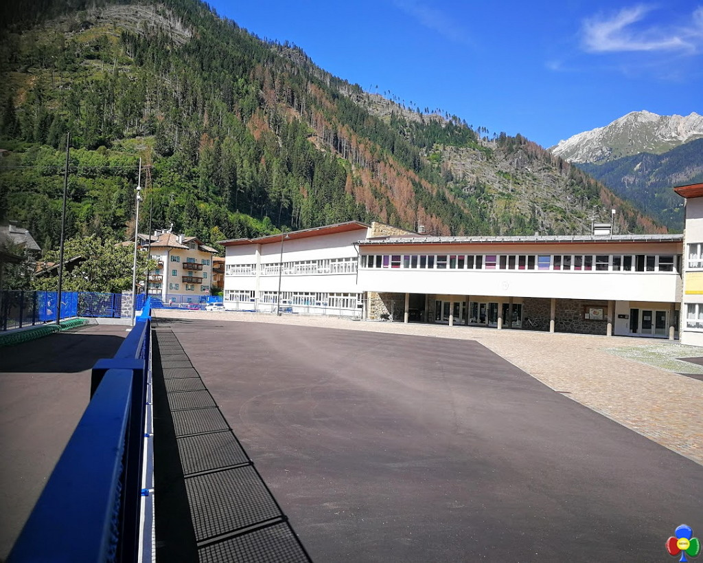 nuovo piazzale scuola elementare predazzo 3 1024x819 Predazzo, il nuovo cortile della Scuola Elementare